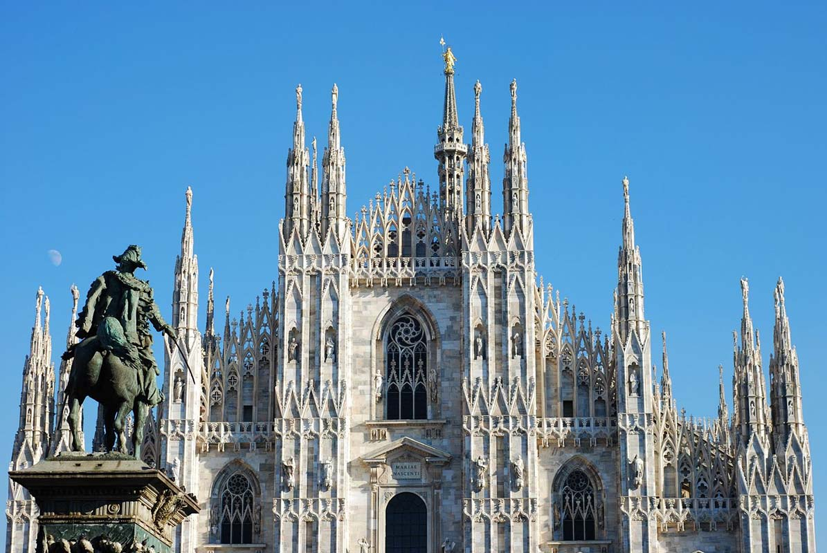 Img poi1620 cvbsev for Best places in milan
